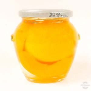 Preserved peaches in syrup